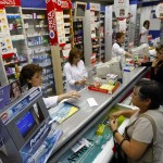 17 Abril 2009 La cadena de Farmacias Ahumada entrego informativos para la devolucion de dineros por el caso de colusion de precios entre las grandes cadenas del pais